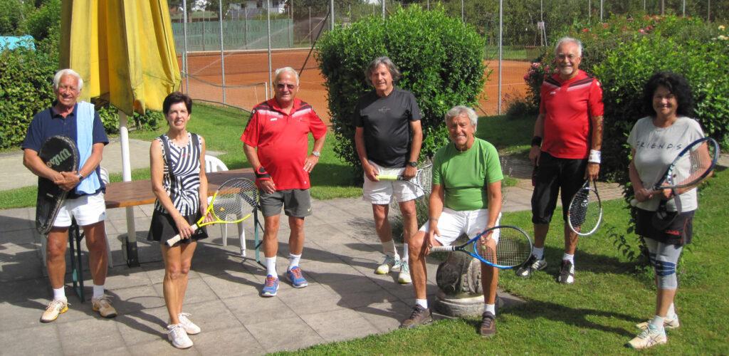 Mit Corona-Abstand in Wasserburg, v.l. Frank Müller-Thoma, Gisela Scherbarth, Hermann Hauser, Otto Merle, Klaus Kloth, Karl Blaha und Karin Dostal.
